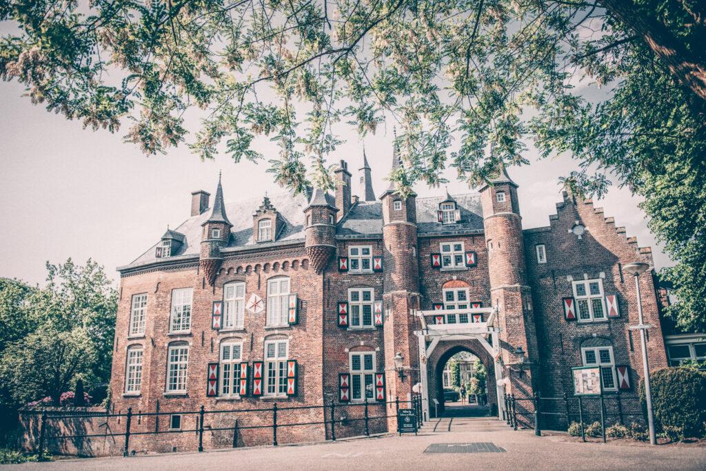Vooraanzicht en entree van uniek restaurant in Den Bosch.